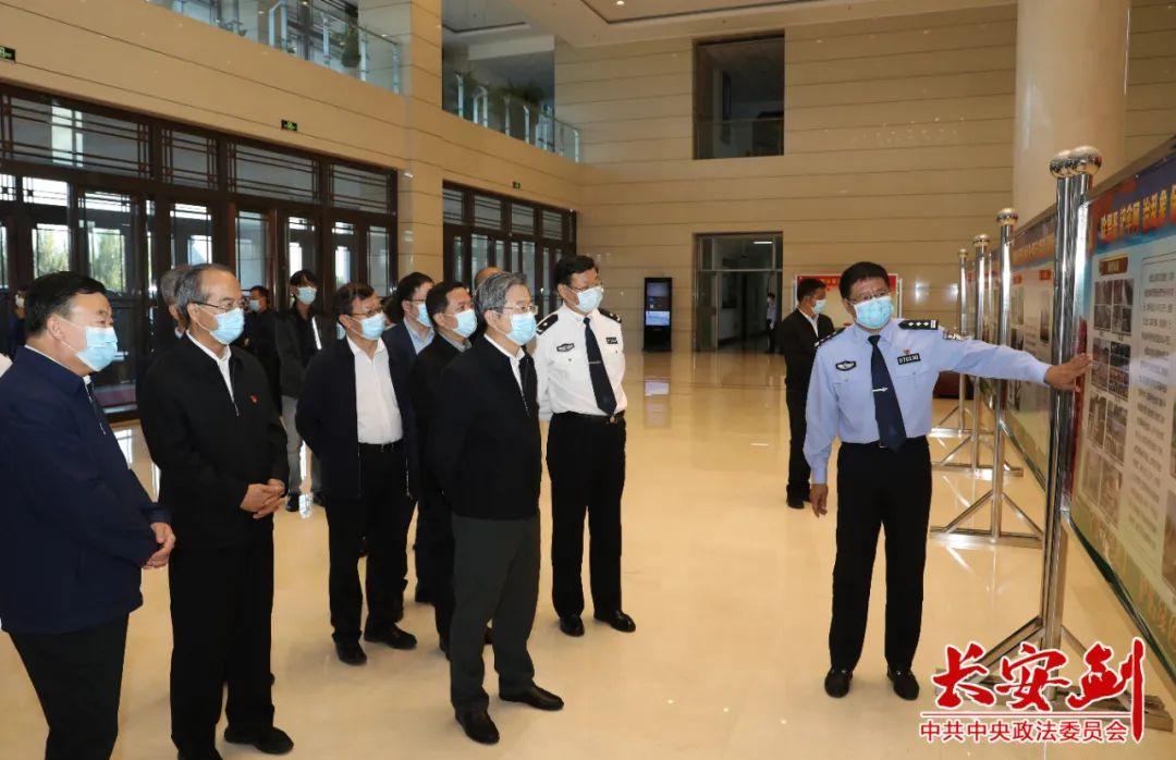 陈一新在内蒙古自治区兴安盟公安局调研。