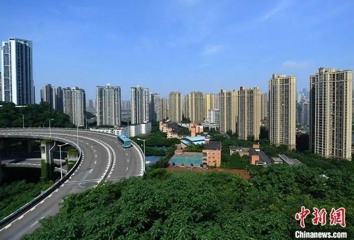资料图:商品住宅高楼 中新社记者 陈超 摄