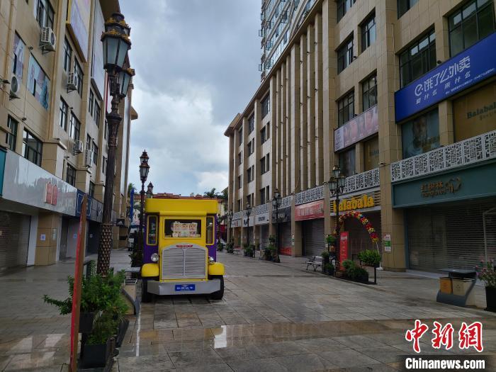 图为瑞丽市空荡的街道。韩帅南 摄