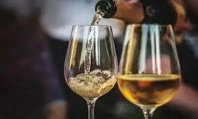 维生素B1缺乏是酒精相关痴呆发展的关键因素