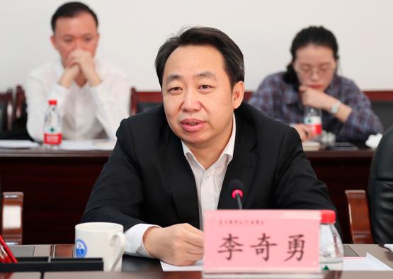 李奇勇任贵州省政府副秘书长 有4省(区)工作经历