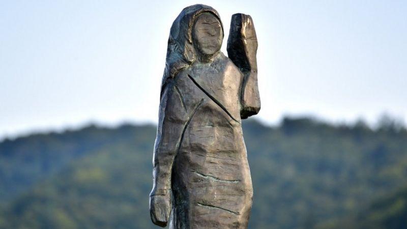 美国第一夫人新铜像在家乡斯洛文尼亚落成(图)