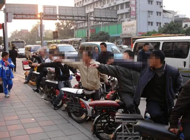 从现在起 Xi市将受到严格调查 非法携带摩托车和电动三轮车乘客的最高处罚是5000!