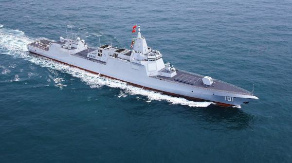 但055远远不只是中国航母的带刀侍卫
