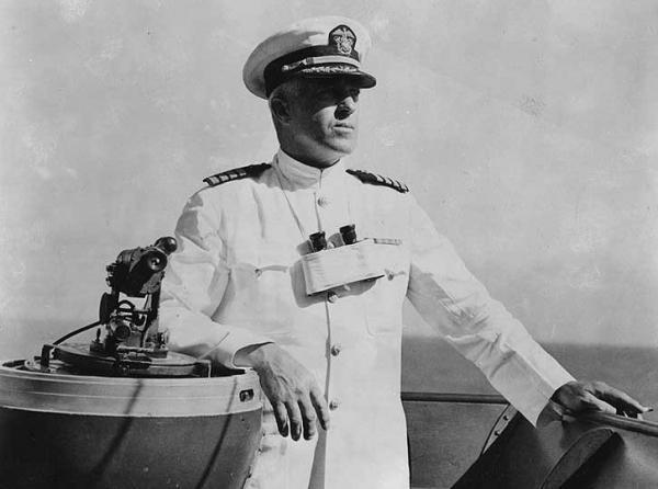卡拉汉海军少将在战斗中阵亡,被追授国会荣誉勋章