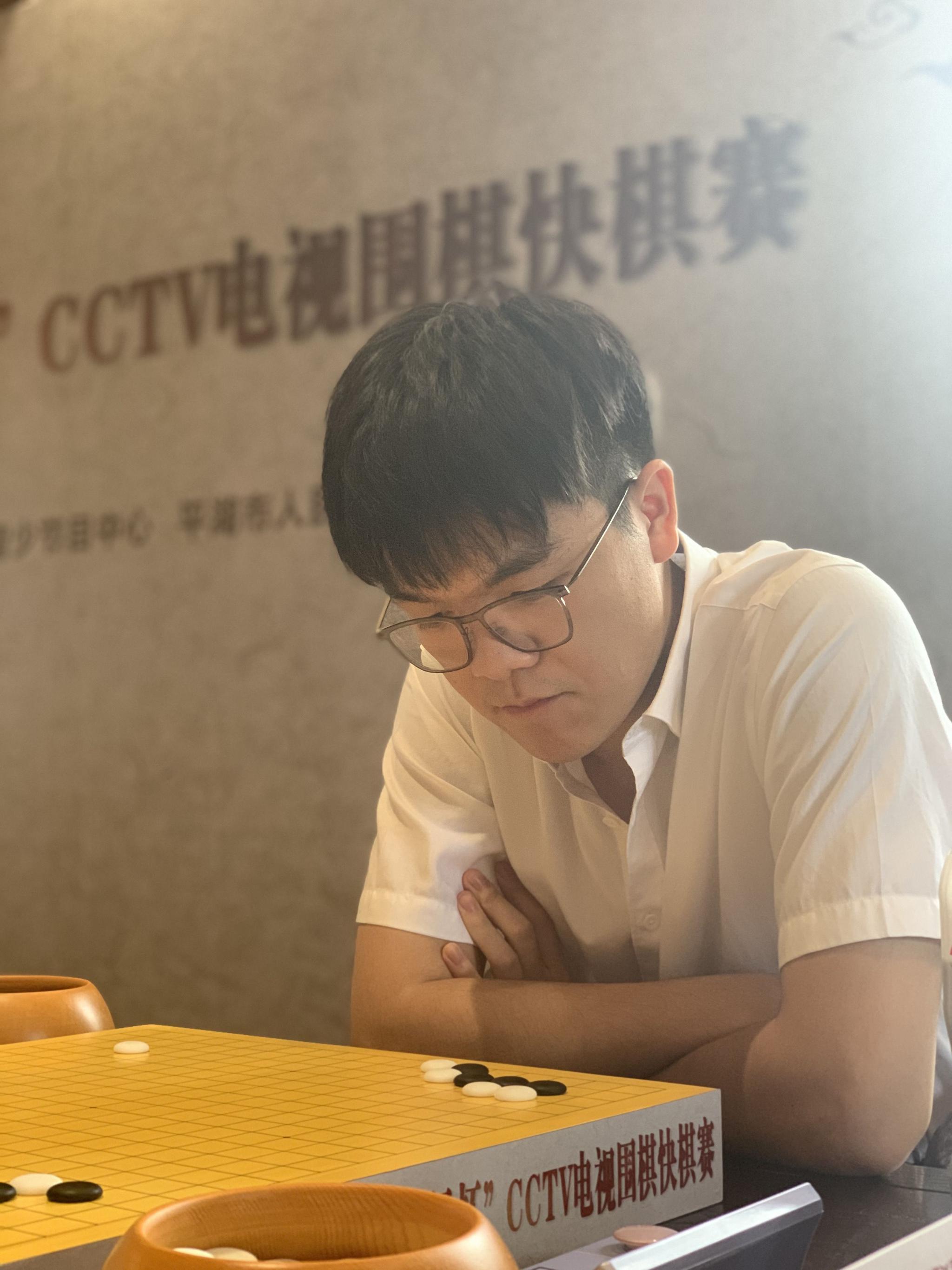 """电视围棋快棋赛决出4强,柯洁、辜梓豪争当""""新人"""""""