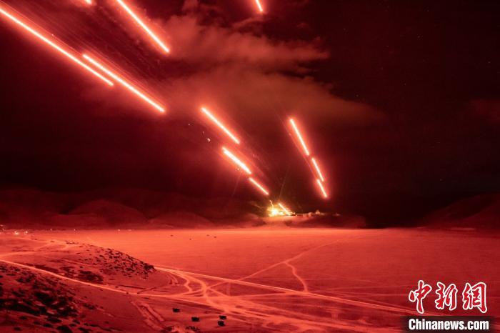 西藏军区联合拔点演练 发射火箭弹摧毁坚固地堡(图)
