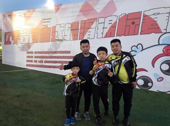"""双胞胎教练带出""""套娃徒弟"""" 辽宁出了个10岁自由式轮滑世界冠军"""