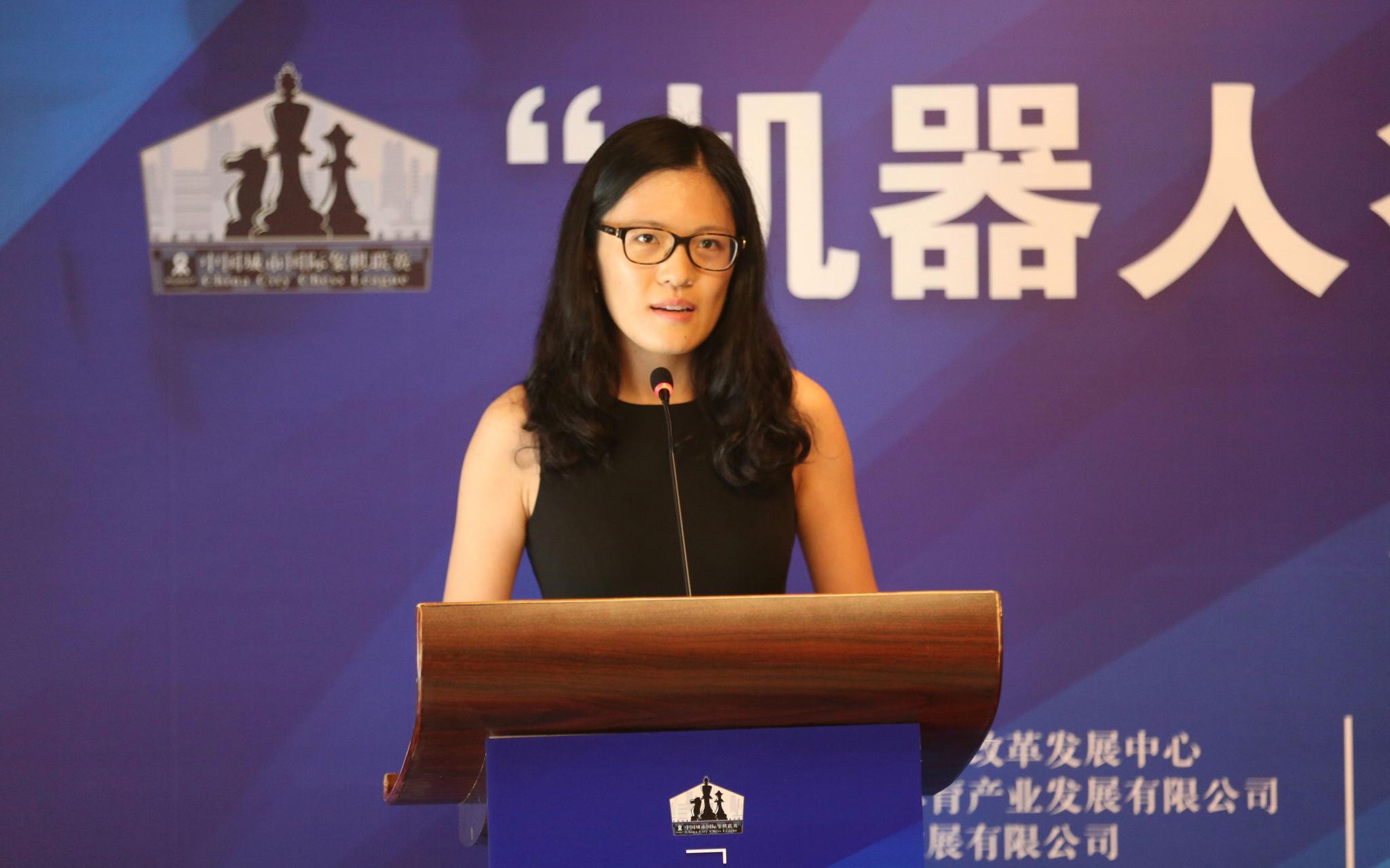 棋后侯逸凡在启动仪式上发言,她将代表济南队参赛。新京报记者孙海光摄