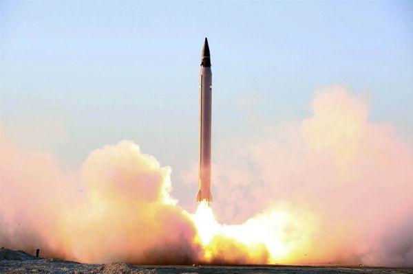 资料图片:伊朗试射新型弹道导弹资料图。(伊朗国防部)