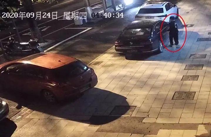 """5个小偷轮番上阵都没偷过瘾!杭州这辆没上锁的车放了什么""""宝贝"""""""