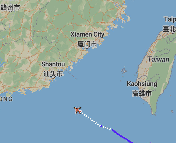 美海军1架P-8A反潜巡逻机(AE67DE)从冲绳嘉手纳基地起飞,前往南海开展侦察行动 图源:Flight radar24