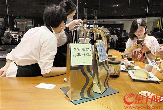 广州知名咖啡厅打包袋子为纸制品