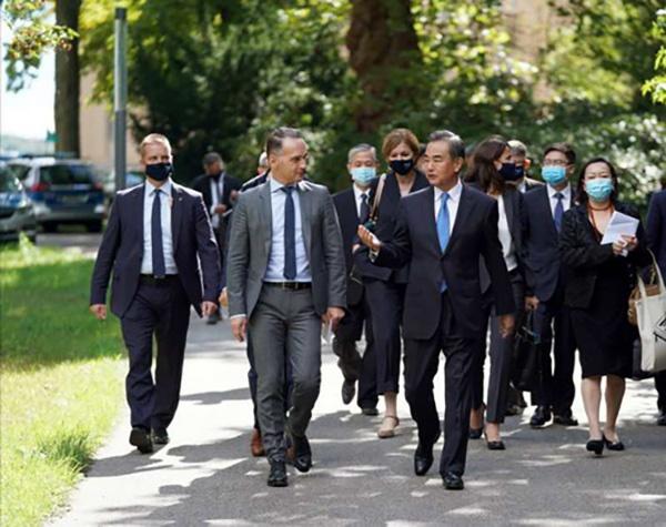 当地时间2020年9月1日,对德国进行正式访问的国务委员兼外长王毅在柏林同德国外长马斯举行会谈。