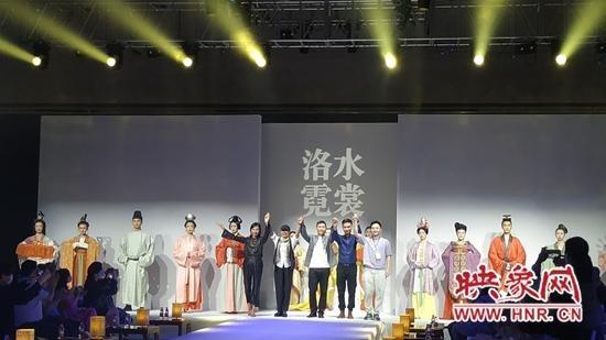 """25套历代装束复原 洛阳博物馆""""洛水霓裳""""服饰秀""""洛博元素""""丰富"""