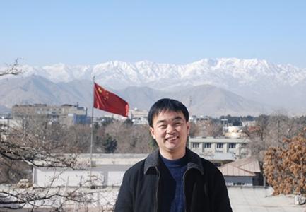 赴阿工作期间,陈清海在大使馆楼顶留影