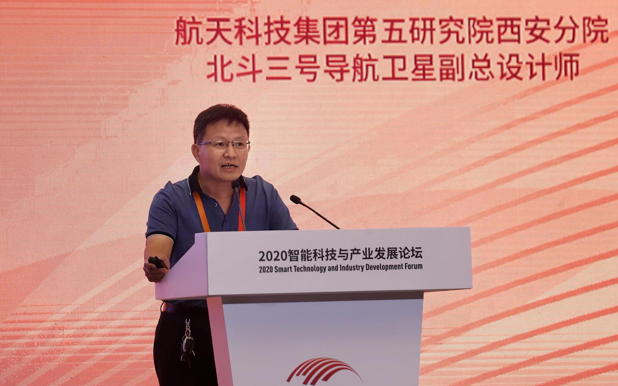 张立新发表演讲。新京报记者 王贵彬 摄
