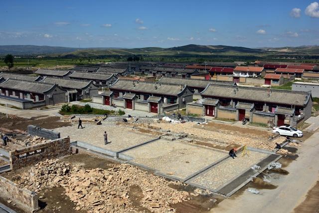 9月7日,正在建设中的镇边堡新村。摄影/章轲