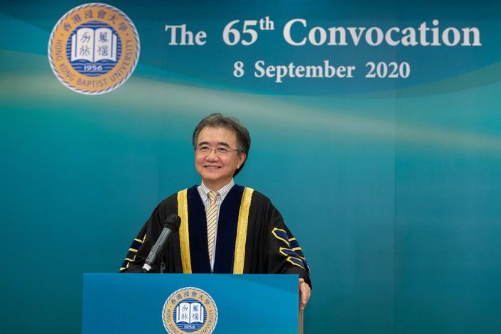 钱大康在浸大开学典礼上致辞。图片来源:香港浸会大学官网