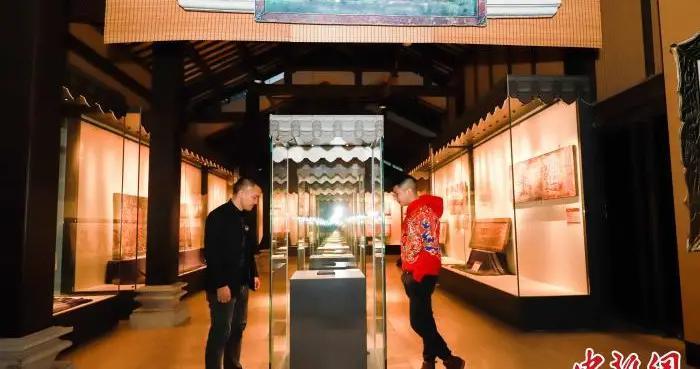 传统牌匾文化展在广州开幕 展出明万历年间牌匾
