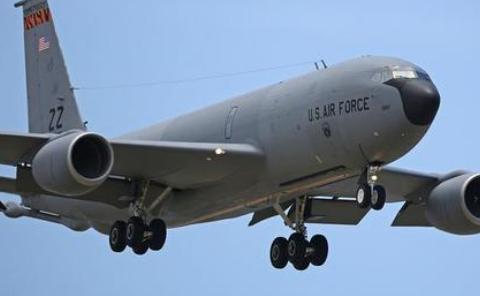 美国KC-135,为什么被称为同温层油船,和B-52轰炸机有关系吗