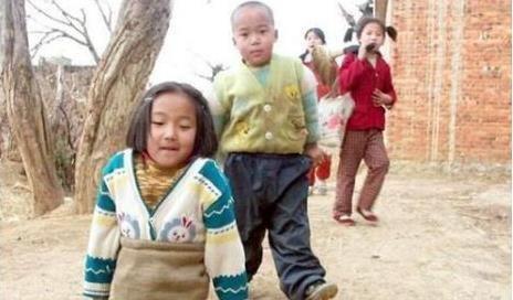 篮球女孩4岁惨遭车祸截断双腿,20年后成游泳女神,她是钱红艳!