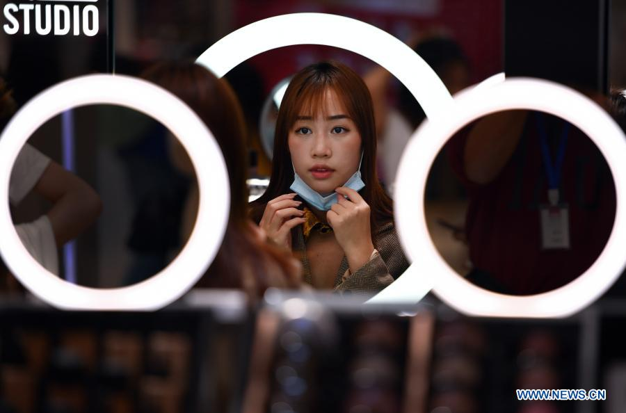 A customer tries out lipsticks at a duty-free shop in Haikou, capital of south China's Hainan Province Jan. 7, 2021. Offshore duty-free shops in China's island province of Hainan have raked in more than 32 billion yuan (about 4.9 billion U.S. dollars) in sales in 2020. (Xinhua/Guo Cheng)