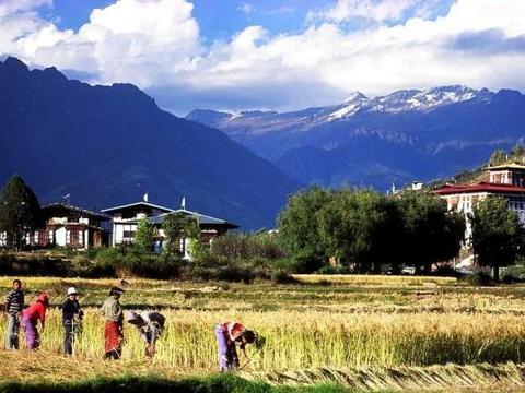亚洲最穷国家不丹,旅客:带上一百元人民币,吃住玩不是问题