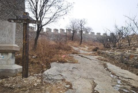 莱芜章丘交界处,有个齐长城遗址,是当时的重要关隘之一