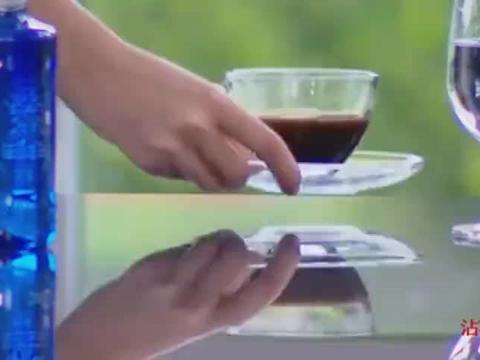 总裁故意为难灰姑娘让她倒咖啡,怎料总裁喝了一口竟是姜糖水