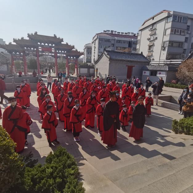 山东济南:留济过年台胞在府学文庙祈福迎春