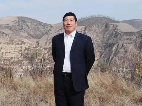 他是七八届中书协副主席,毛国典的楷书自成一体,隶书别出心裁
