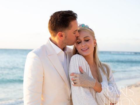 豪门千金帕里斯·希尔顿正式官宣订婚,未婚夫包岛求婚超阔绰