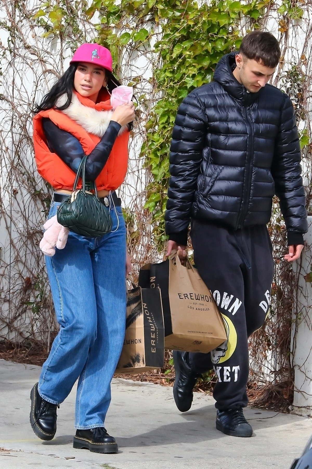Dua Lipa和Anwar Hadid在洛杉矶购物……