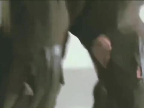 何家驹被樊少皇踢了一脚,直接暴走,比赛亚人还壮!
