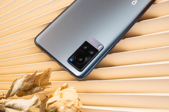 2021新款手机推荐!vivo X60实力全面,强势上位图2