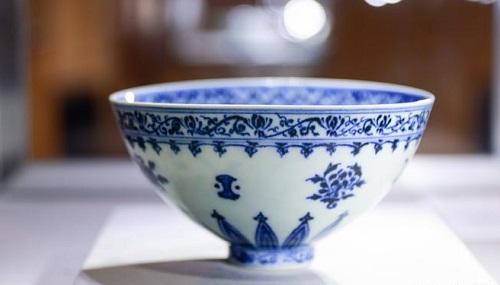 美国男子跳蚤市场淘到明青花官窑瓷碗仅6只存世 卖出价升两万倍