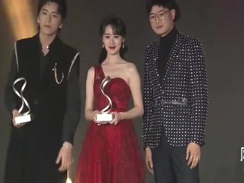 风格大赏颁奖典礼晚会:恭喜袁冰妍和王大陆获得年度品质艺人奖