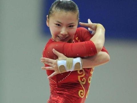 体操队唯一金牌大满贯得主,高低杠公主成女王,27岁却称买不起房