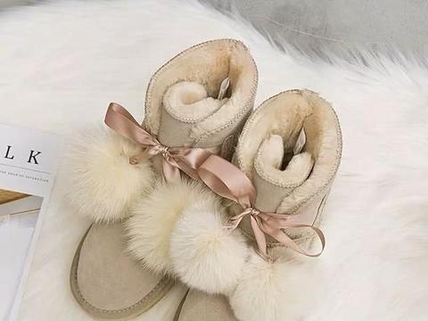 心理测试:3双雪地靴你想穿哪一双出去玩?测最近有人对你表白吗