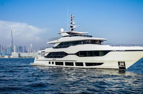 阿联酋Gulf Craft 交付Majesty 120超级游艇
