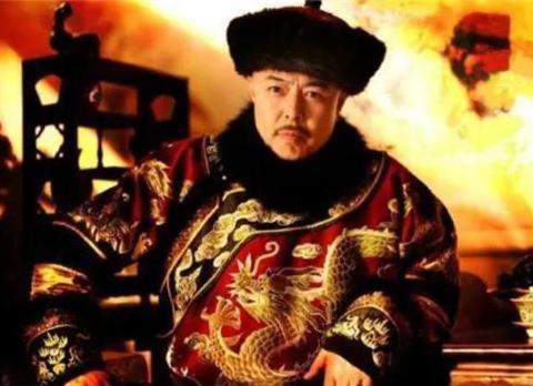 禅位大典上,乾隆怎么都不肯交玉玺,刘墉一句话解决,他说啥了?