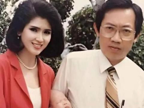 74岁泰国环球小姐,与孙子合影曝光,肤白貌美被网友认成姐弟