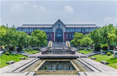 近两年校友会大学排名前十院校变动较小,中国高校整体实力提升!