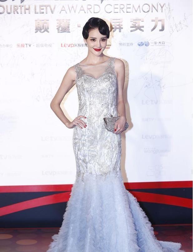 刘雨欣的时尚太难理解,复古造型美艳大方,穿的裙子却显得腰粗