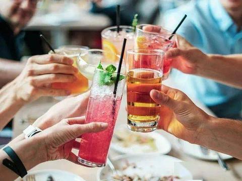 无酒不欢的国度:爱尔兰人平均每年喝的酒相当于40瓶伏特加