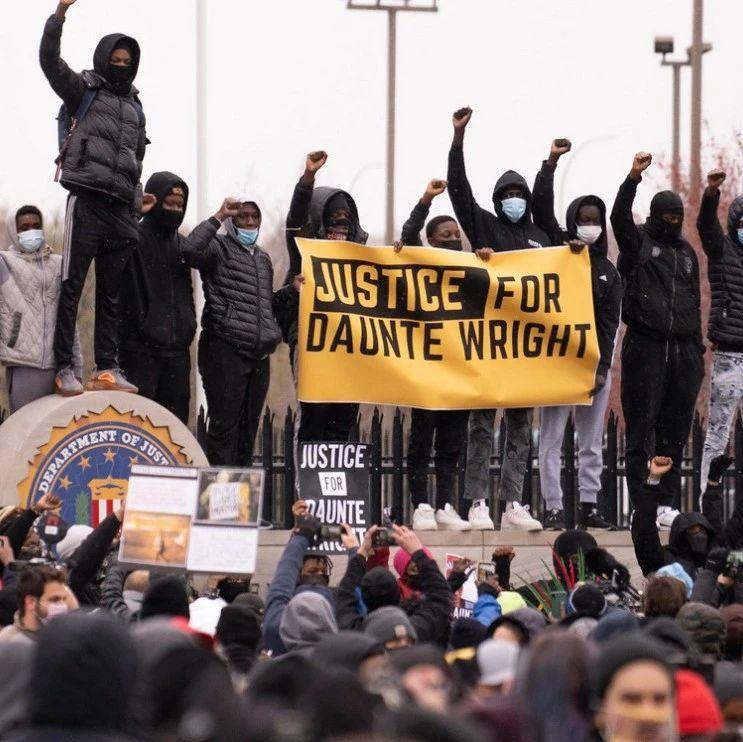 """抗议现场,CNN遭""""爆头""""驱赶"""
