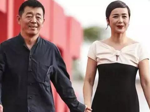2009年,顾长卫被曝出车震门,蒋雯丽非但没有离婚,反而当作没事