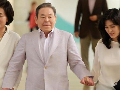 韩国名媛林世玲,霸气离婚财阀太子,现与影帝热恋,成豪门霸总