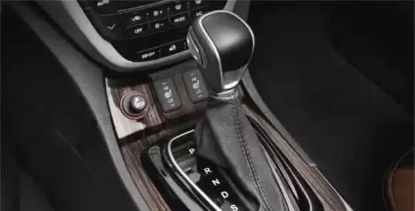 自动挡车从D档换到S档,不踩刹车的情况下,会伤害变速箱吗?
